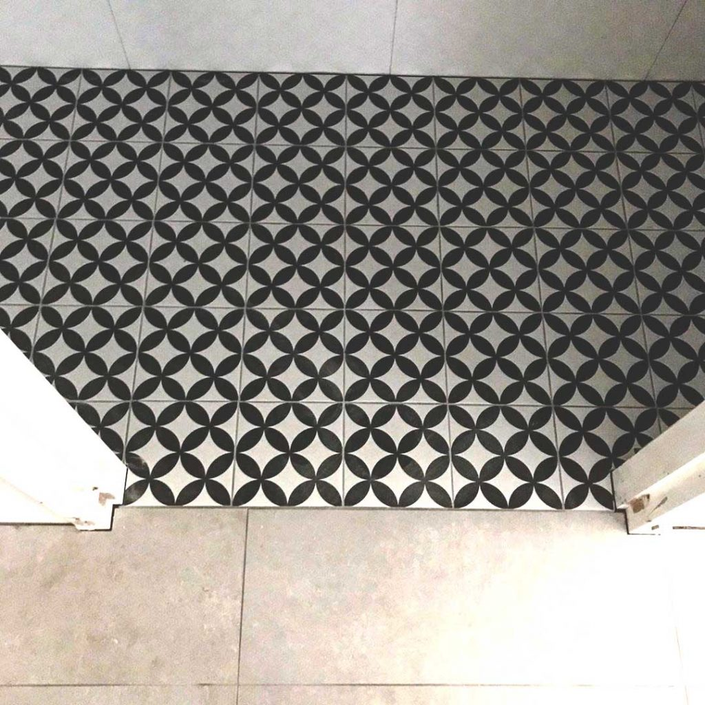 Badkamer-tegelvloer-laten-leggen