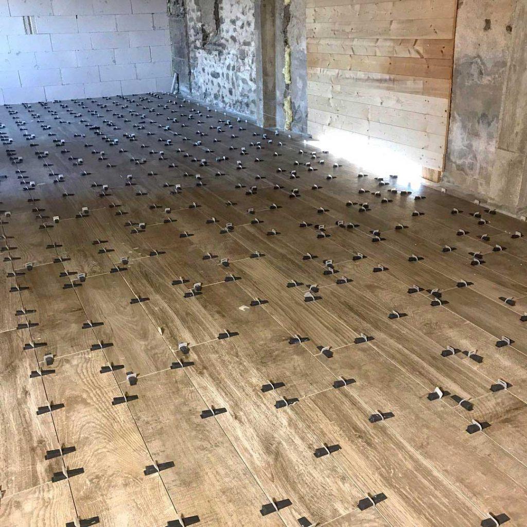 Houtlook-tegelvloer-in-aanbouw