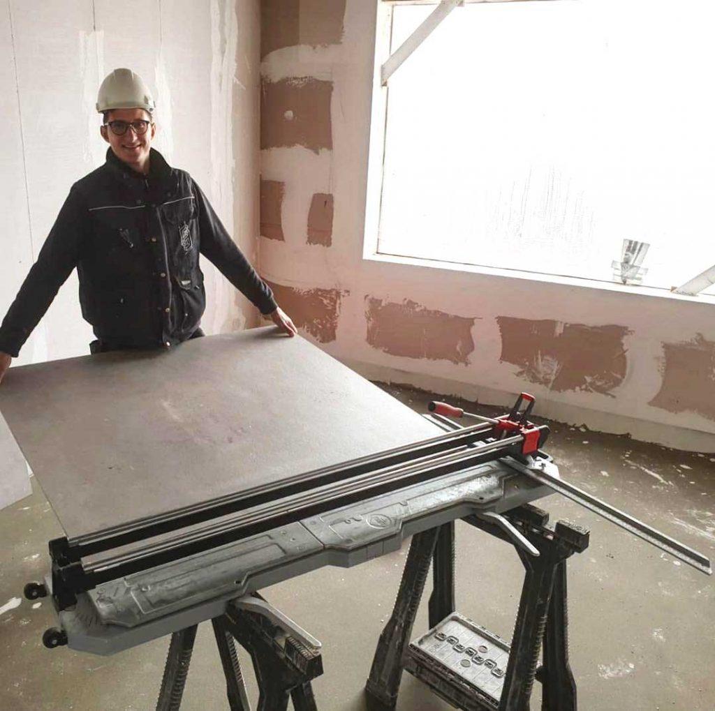 grote-betonlook-vloer-tegels-laten-leggen