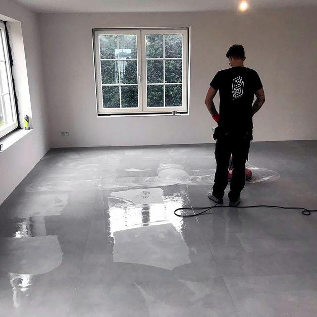 Betonlook-vloertegels-woonkamer-Eersel